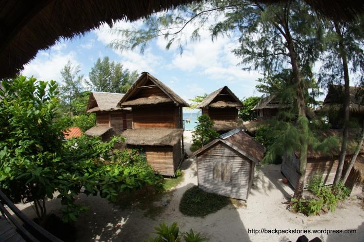 Cast Away leży przy plaży Sunrise na wyspie Koh Lipe w Tajlandii.