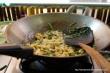 Każdą potrawę poddaje się obróbce cieplnej na bardzo wysokim płomieniu w krótkim czasie. Dzięki temu, potrawy zachowują składniki odżywcze.